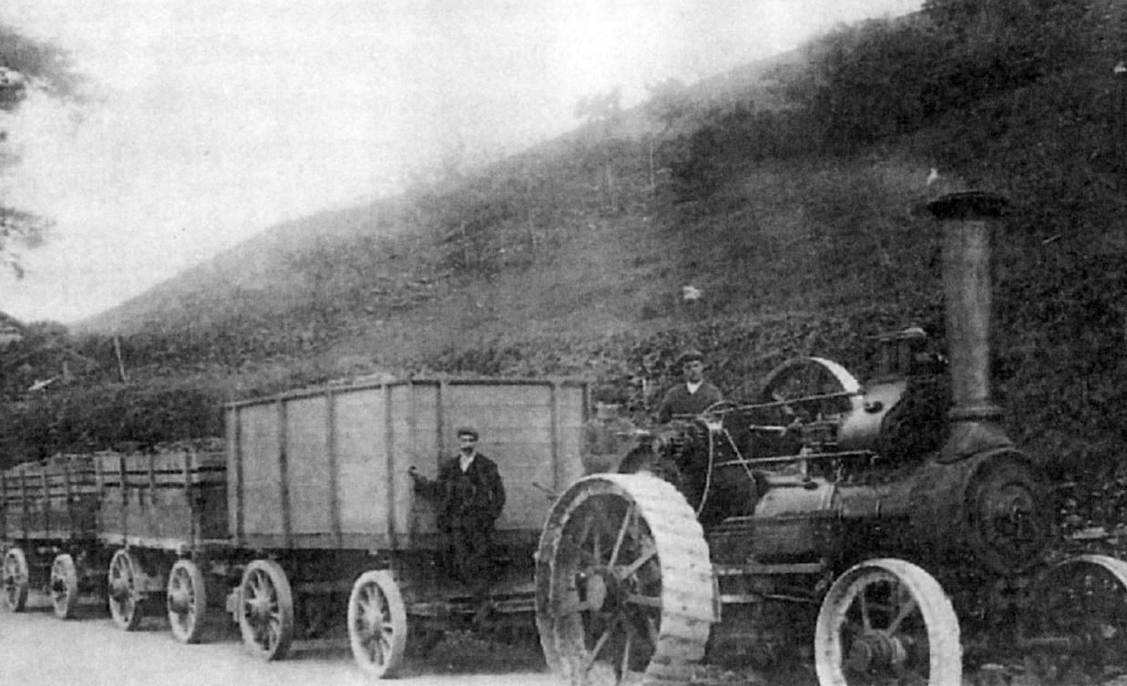Transporting turnips by steam traction engine at Long Garth, Lyth