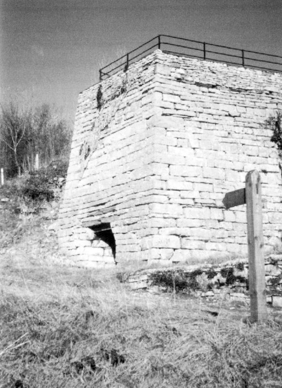 Lime burning kiln adjacent to a small quarry in Broad Oak Lane